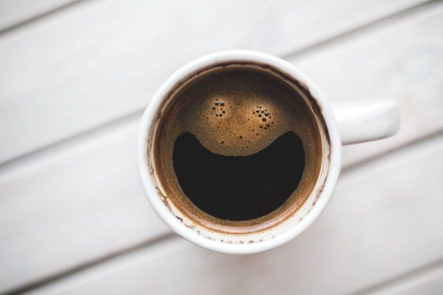 kuih tepung bunga dan kopi